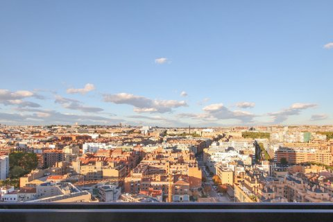 Apartment for sale in Madrid, Spain, 4 bedrooms, 200.00m2, No. 2361 – photo 12