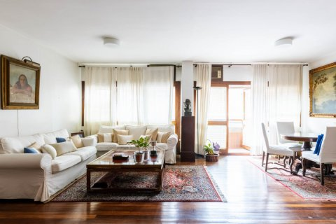 Duplex for sale in Madrid, Spain, 4 bedrooms, 298.00m2, No. 2518 – photo 1