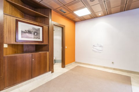 Apartment for sale in Madrid, Spain, 7 bedrooms, 223.00m2, No. 2714 – photo 15