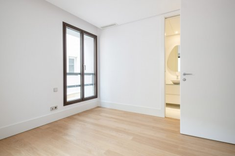 Apartment for sale in Madrid, Spain, 2 bedrooms, 157.00m2, No. 2070 – photo 13