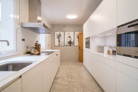Apartment for sale in Madrid, Spain, 5 bedrooms, 384.00m2, No. 2372 – photo 16