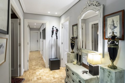 Apartment for sale in Madrid, Spain, 4 bedrooms, 122.00m2, No. 2013 – photo 13