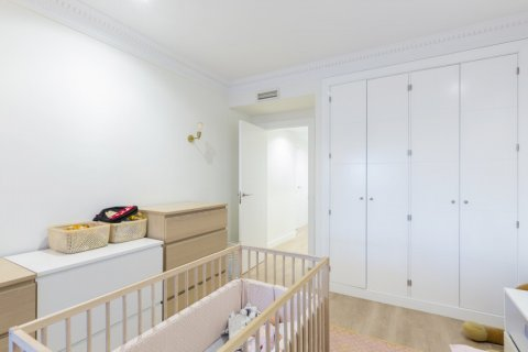 Apartment for sale in Madrid, Spain, 4 bedrooms, 330.00m2, No. 2353 – photo 19