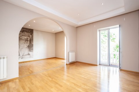 Apartment for rent in Madrid, Spain, 4 bedrooms, 190.00m2, No. 1474 – photo 1