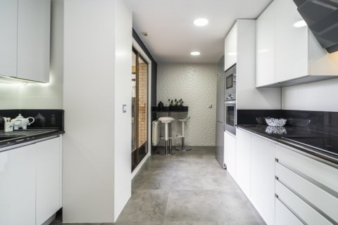 Apartment for sale in Madrid, Spain, 4 bedrooms, 160.00m2, No. 2590 – photo 11