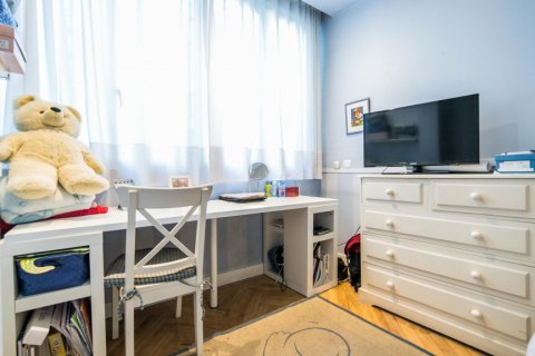 Apartment for sale in Madrid, Spain, 5 bedrooms, 236.00m2, No. 1569 – photo 15