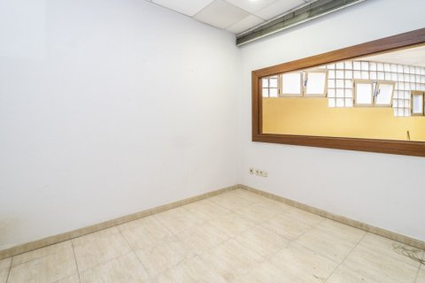 Apartment for sale in Madrid, Spain, 7 bedrooms, 223.00m2, No. 2714 – photo 21