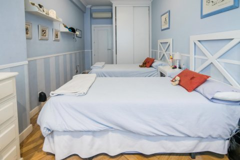 Apartment for sale in Madrid, Spain, 5 bedrooms, 236.00m2, No. 1569 – photo 16