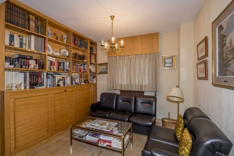 Apartment for sale in Madrid, Spain, 6 bedrooms, 216.00m2, No. 2002 – photo 12