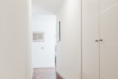 Apartment for rent in Madrid, Spain, 4 bedrooms, 254.00m2, No. 2562 – photo 30