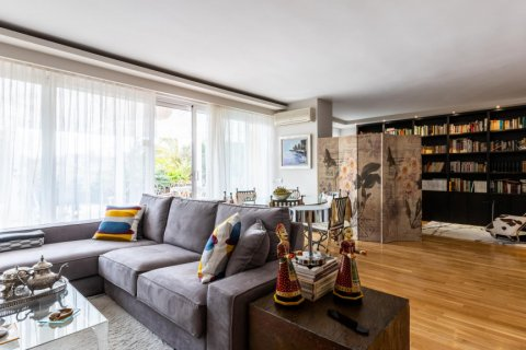 Apartment for sale in Madrid, Spain, 5 bedrooms, 201.00m2, No. 2311 – photo 3