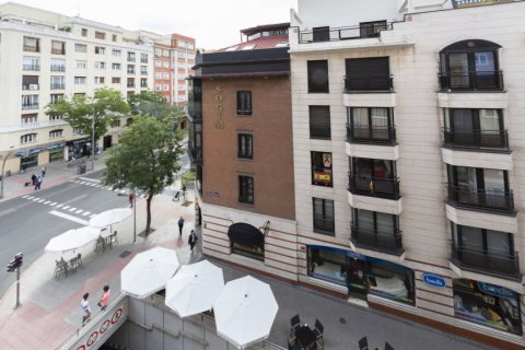 Apartment for sale in Madrid, Spain, 4 bedrooms, 129.00m2, No. 2307 – photo 28