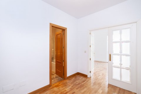 Apartment for rent in Madrid, Spain, 2 bedrooms, 120.00m2, No. 1464 – photo 15