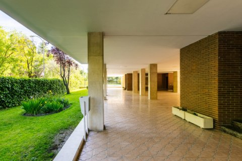Apartment for sale in Madrid, Spain, 4 bedrooms, 202.00m2, No. 2710 – photo 30