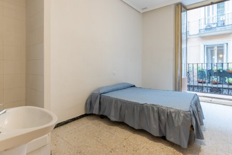 Apartment for sale in Madrid, Spain, 9 bedrooms, 215.00m2, No. 2500 – photo 3