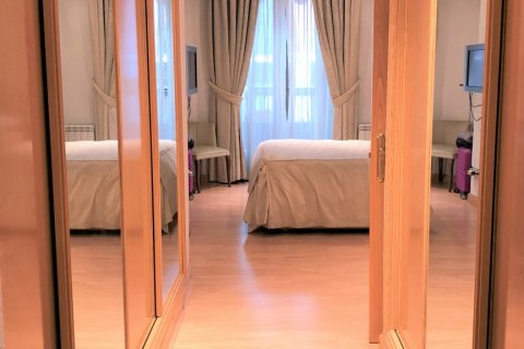 Apartment for rent in Espana, Madrid, Spain, 3 bedrooms, 180.00m2, No. 1639 – photo 19
