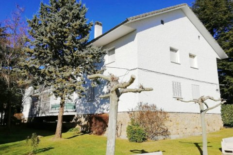 Apartment for sale in Guadarrama, Madrid, Spain, 3 bedrooms, 75.00m2, No. 2434 – photo 1
