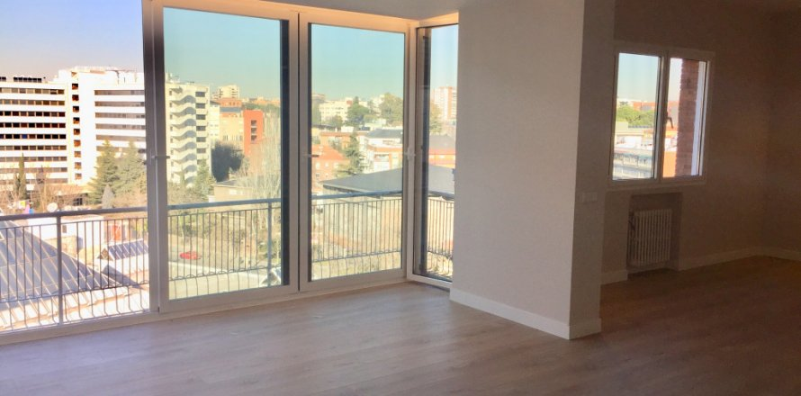 Penthouse in Madrid, Spain 4 bedrooms, 180.00 sq.m. No. 1776