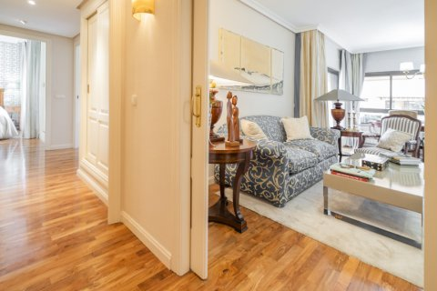 Apartment for sale in Madrid, Spain, 3 bedrooms, 122.00m2, No. 2678 – photo 2
