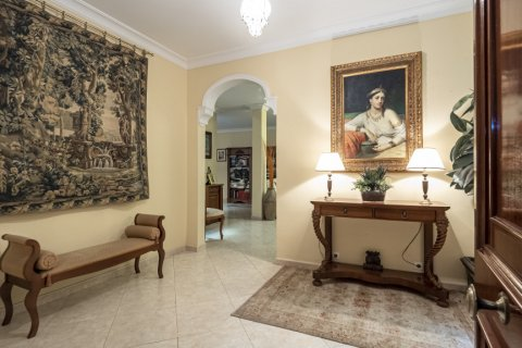 Apartment for sale in Malaga, Spain, 5 bedrooms, 181.00m2, No. 2193 – photo 1