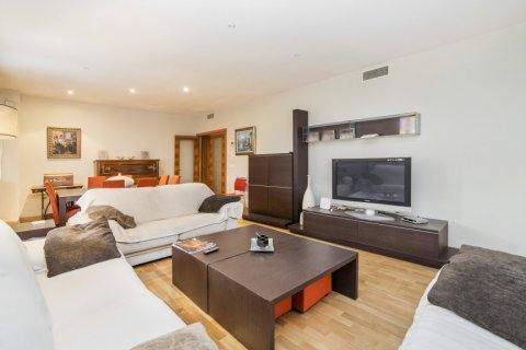 Apartment for sale in Madrid, Spain, 4 bedrooms, 218.00m2, No. 2576 – photo 6