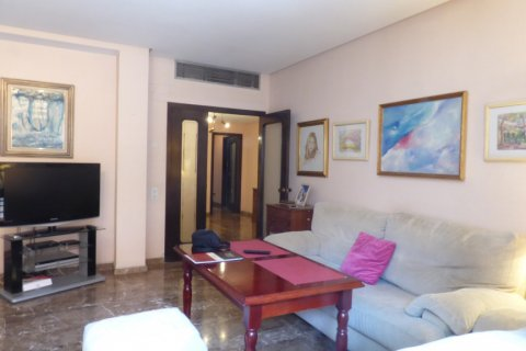 Apartment for sale in Sevilla, Seville, Spain, 5 bedrooms, 200.00m2, No. 1603 – photo 2