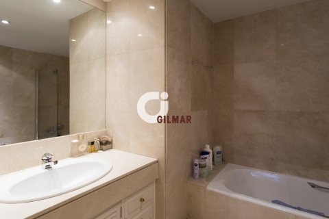 Apartment for rent in Madrid, Spain, 3 bedrooms, 127.00m2, No. 1688 – photo 8