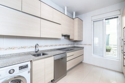 Apartment for rent in Madrid, Spain, 4 bedrooms, 190.00m2, No. 1474 – photo 9