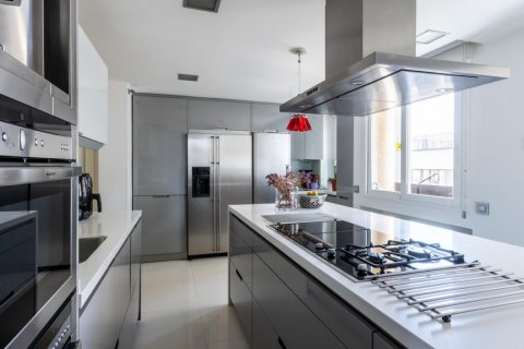 Apartment for sale in Madrid, Spain, 5 bedrooms, 201.00m2, No. 2311 – photo 17