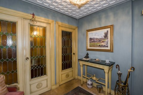 Apartment for sale in Madrid, Spain, 6 bedrooms, 216.00m2, No. 2002 – photo 16