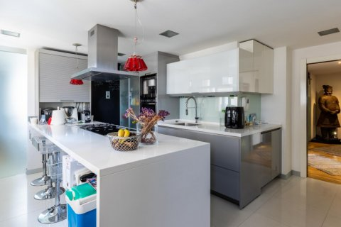 Apartment for sale in Madrid, Spain, 5 bedrooms, 201.00m2, No. 2311 – photo 14