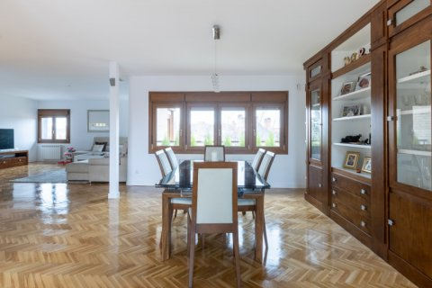 Duplex for sale in Madrid, Spain, 5 bedrooms, 216.00m2, No. 2360 – photo 5
