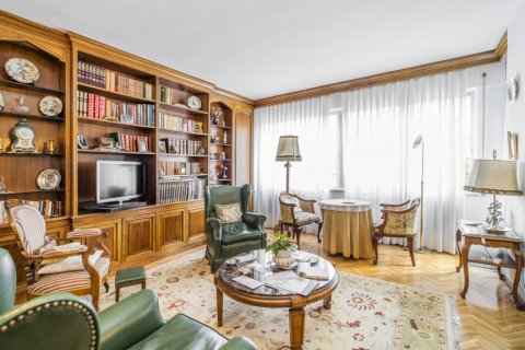 Apartment for sale in Madrid, Spain, 5 bedrooms, 181.00m2, No. 2706 – photo 5