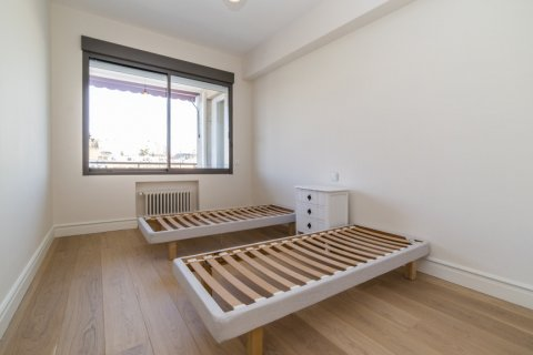 Apartment for sale in Madrid, Spain, 4 bedrooms, 251.00m2, No. 2527 – photo 3