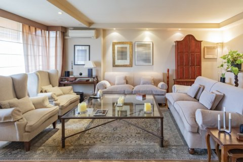 Apartment for sale in Madrid, Spain, 3 bedrooms, 227.00m2, No. 1943 – photo 8