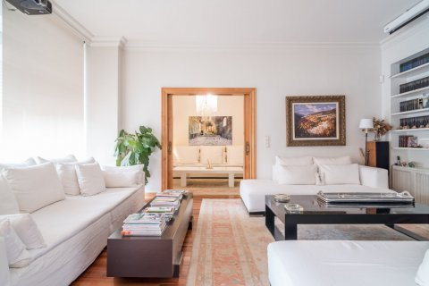 Apartment for sale in Madrid, Spain, 5 bedrooms, 384.00m2, No. 2372 – photo 1