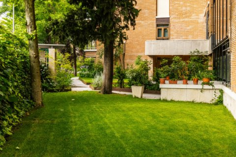 Apartment for sale in Madrid, Spain, 5 bedrooms, 293.00m2, No. 2736 – photo 16