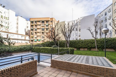 Apartment for sale in Madrid, Spain, 7 bedrooms, 223.00m2, No. 2714 – photo 5