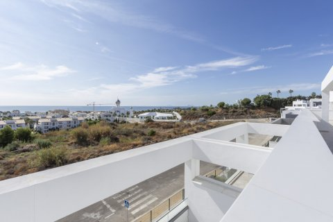 Penthouse for sale in Estepona, Malaga, Spain, 4 bedrooms, 135.00m2, No. 2362 – photo 2