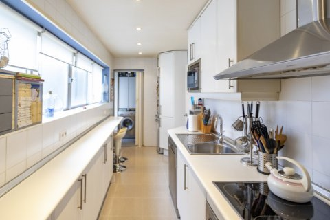 Apartment for sale in Madrid, Spain, 3 bedrooms, 227.00m2, No. 1943 – photo 4
