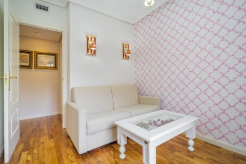 Apartment for sale in Madrid, Spain, 3 bedrooms, 122.00m2, No. 2678 – photo 20