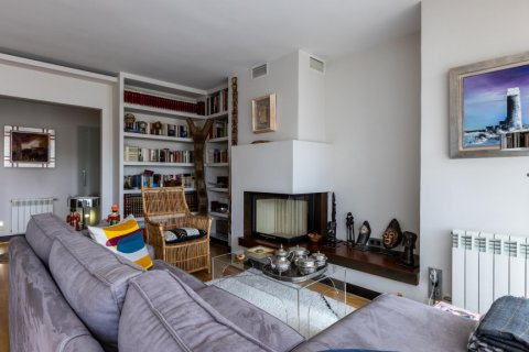 Apartment for sale in Madrid, Spain, 5 bedrooms, 201.00m2, No. 2311 – photo 6