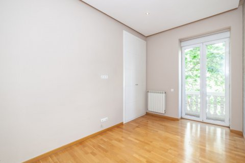 Apartment for rent in Madrid, Spain, 4 bedrooms, 190.00m2, No. 1474 – photo 20