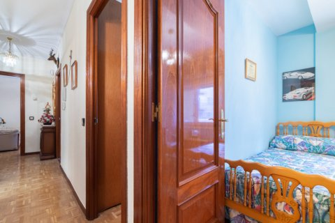 Apartment for sale in Madrid, Spain, 3 bedrooms, 73.00m2, No. 1801 – photo 16