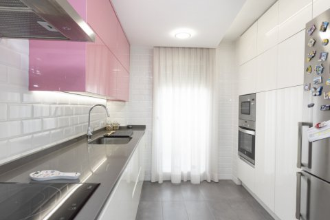 Apartment for sale in Parla, Madrid, Spain, 3 bedrooms, 133.00m2, No. 2615 – photo 2