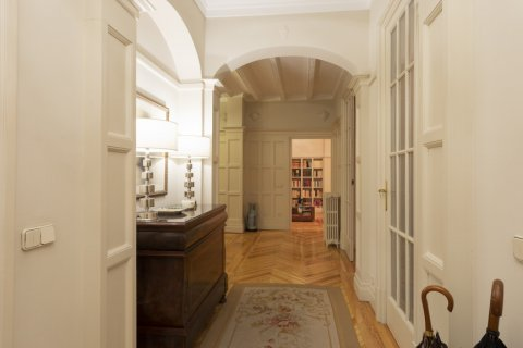 Apartment for sale in Madrid, Spain, 5 bedrooms, 377.00m2, No. 2003 – photo 18