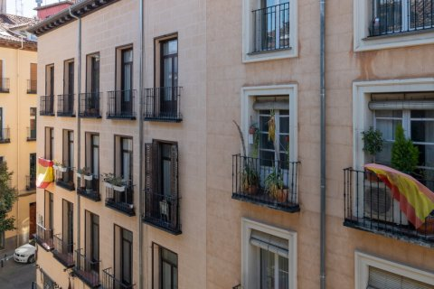 Apartment for sale in Madrid, Spain, 6 bedrooms, 219.00m2, No. 2357 – photo 16