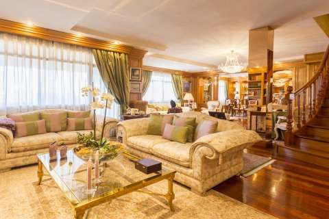 Duplex for sale in Madrid, Spain, 5 bedrooms, 514.00m2, No. 1493 – photo 2