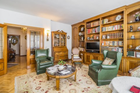 Apartment for sale in Madrid, Spain, 5 bedrooms, 181.00m2, No. 2706 – photo 9