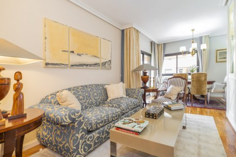 Apartment for sale in Madrid, Spain, 3 bedrooms, 122.00m2, No. 2678 – photo 3